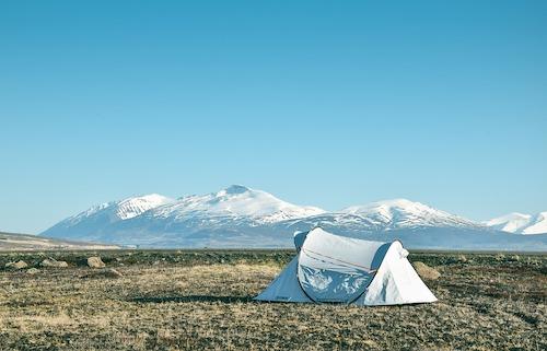 Comment choisir une tente pour randonner en montagne ?